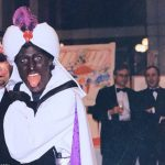 New photo of Justin Trudeau in blackface at Arabian Nights party emerges 💥👩💥