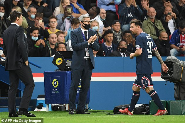 Summer signing to applause but no standing ovation by PSG fans