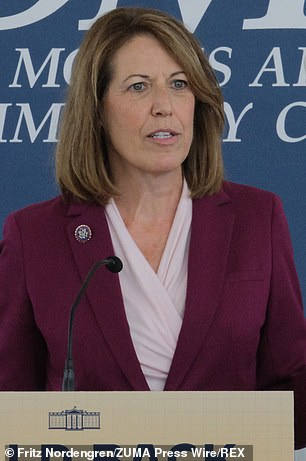 Cindy Axne, (D-IA-03)