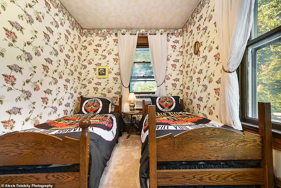 Perfect for children! The 'Precious' room, named after Buffalo Bill's beloved dog, has twin beds