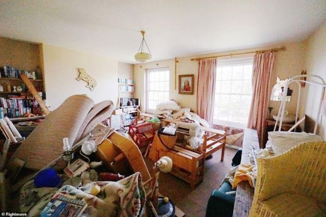 The rightmove listing stresses the rare investment opportunity the house presents but glosses over the chaotic state of the rooms, alluding only to the house being 'now in need of sympathetic updating in keeping with the character of the Crescent