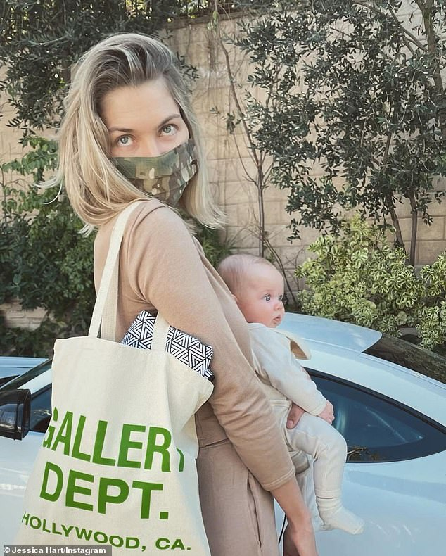 She's back!Jessica Hart has arrived back in Australia after leaving Los Angeles. (Pictured with daughter Baby-Rae)