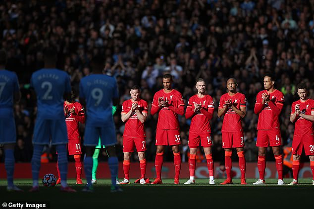 Liverpool and City players join in a minute's applause in Hunt's memory