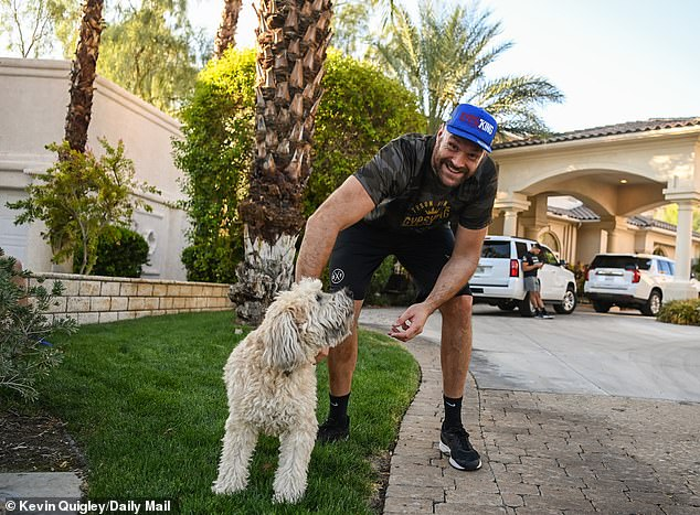 British star stops to pet a dog while running with his brothers and trainers
