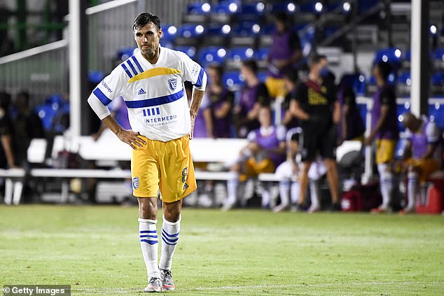, San Jose Earthquakes player takes down pitch invader after they threw a PUNCH at his team-mate, The Today News USA