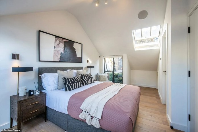 But the 2,961 square foot home (pictured) is now listed on Joopla for £5.6million – despite the £6.22million pop sensation on the property in 2017.