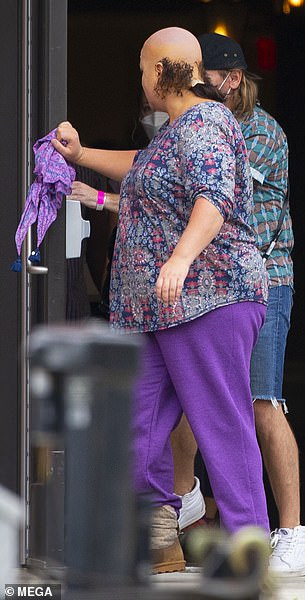 , Katy Mixon is unrecognizable as Betsy Faria onset of Renee Zelwegger crime drama, The Today News USA