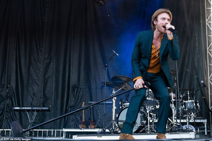 Promo:Ahead of the release of his album Optimist, Finneas treated his fans to performances of his past hits, as well a sneak peek of his newer material