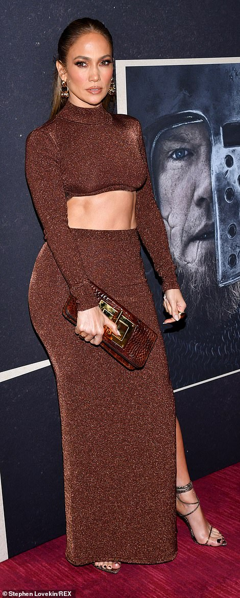 Fit figure: Jennifer put her washboard abs on display in a sparkling golden brown crop top and paired it with a matching skirt that hugged her curves