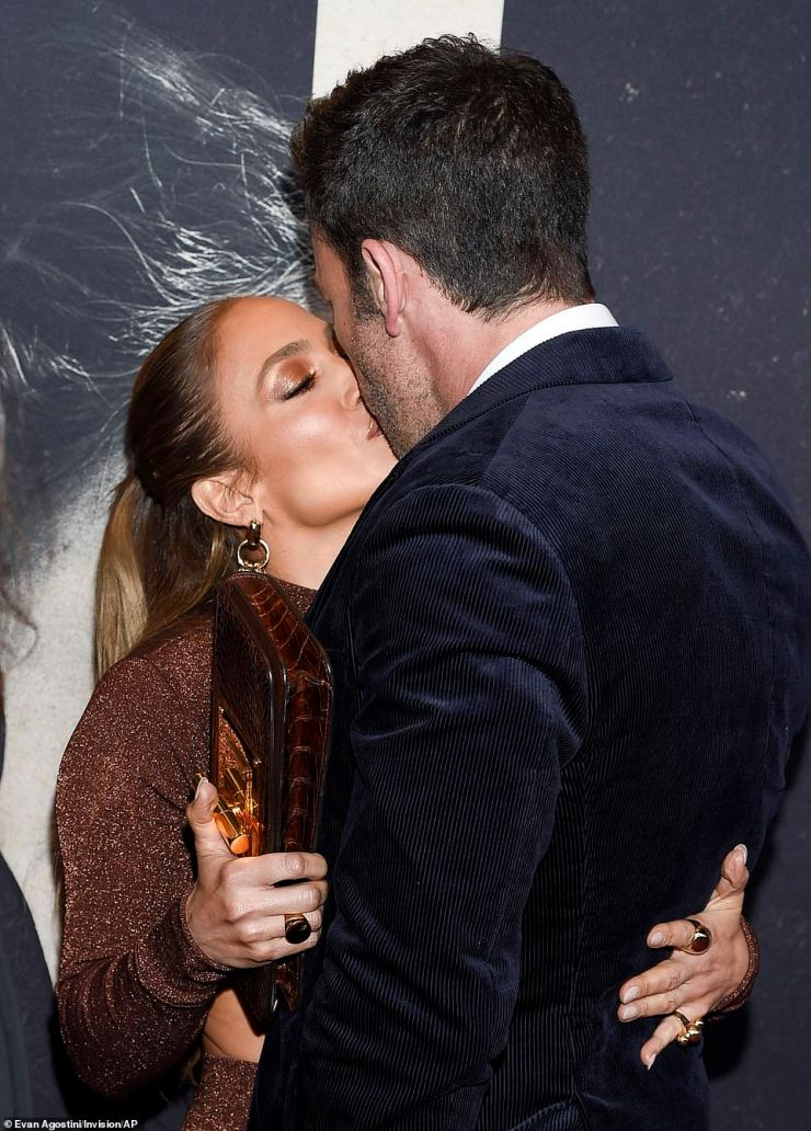 PDA:While on the red carpet, Jennifer and Ben couldn't help but share a kiss, before bursting into giggles in front of shutterbugs
