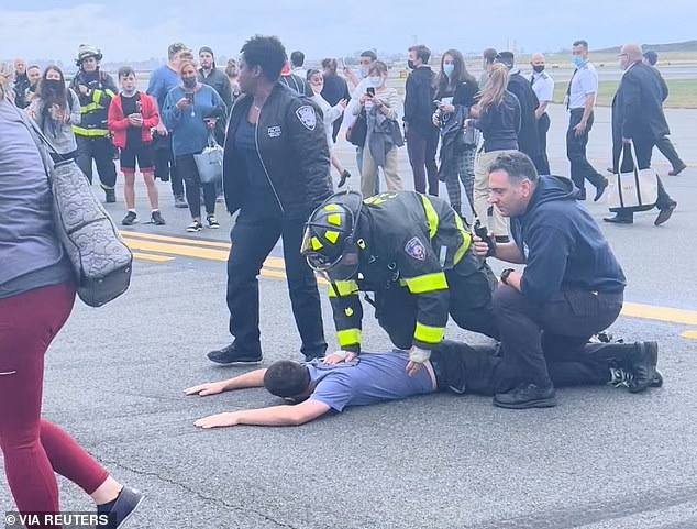, Passenger adjusting their camera mistaken for bomb scare which caused emergency landing in Queens., The Today News USA