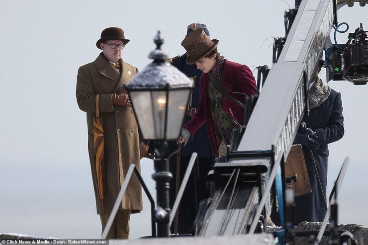 Dapper: Matt also sported a brown hat and matching gloves as they filmed the chilly outdoor scene
