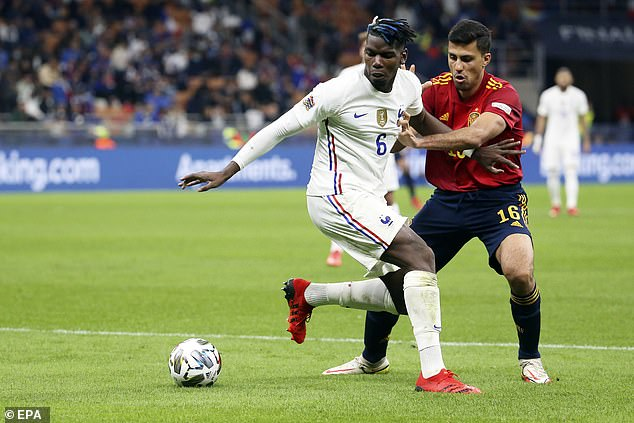 He caught up against the Spaniards and helped him keep the ball after winning it back.