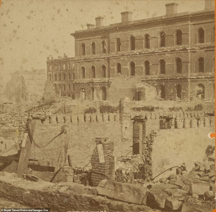 The Chicago Post Office on the northwest corner of Dearborn and Monroe was one of several landmarks to suffer devastation