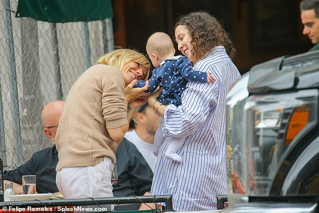 Watch Sienna Miller seems to be relaxed after having fun with lunch with  in New York – Movie star gossip