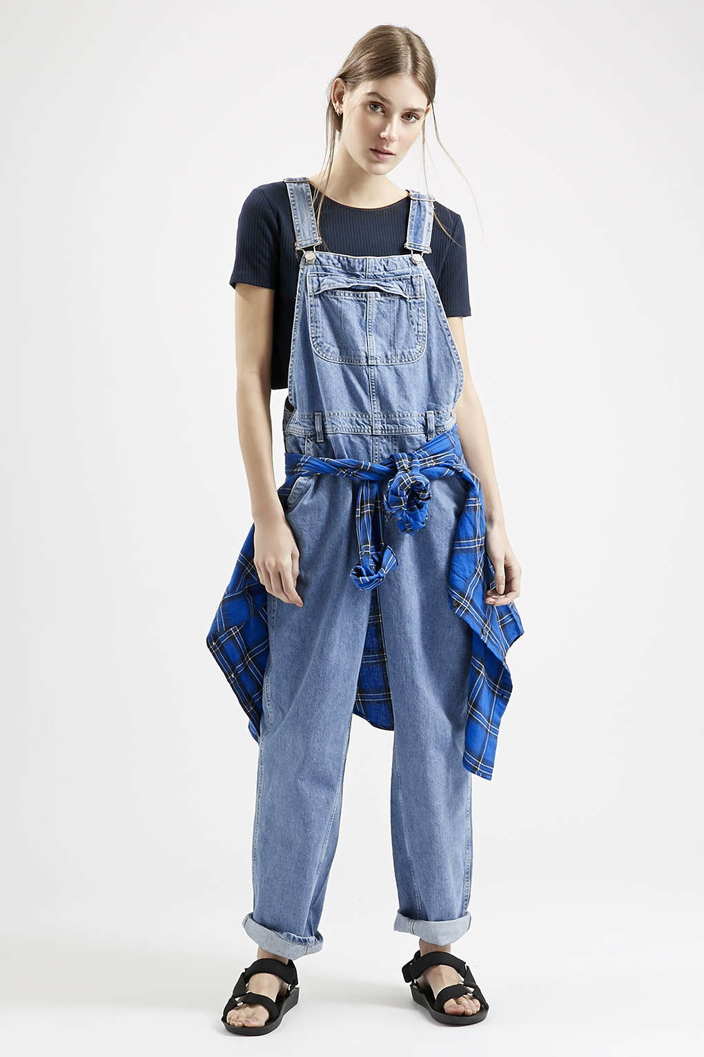 Nicole Richie looks cute in denim dungarees and trainers