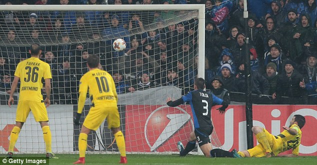 Rafael Toloi slid in to open the scoring after just 11 minutes to make the score 3-3 on aggregate
