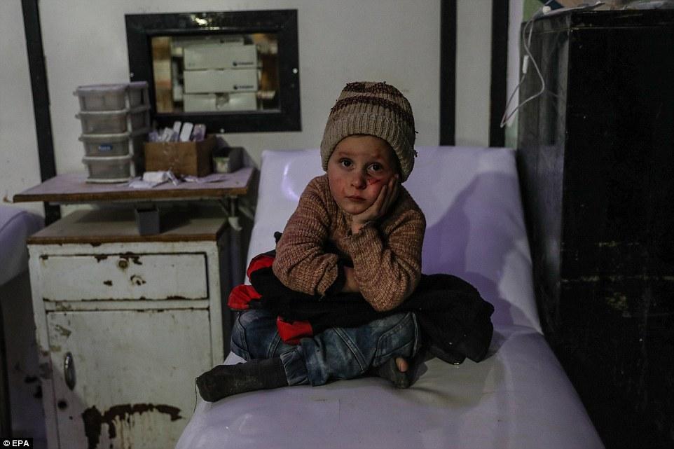 Los camiones cargados de ayuda para los civiles sitiados no han podido entrar en la zona de conflicto debido a los bombardeos