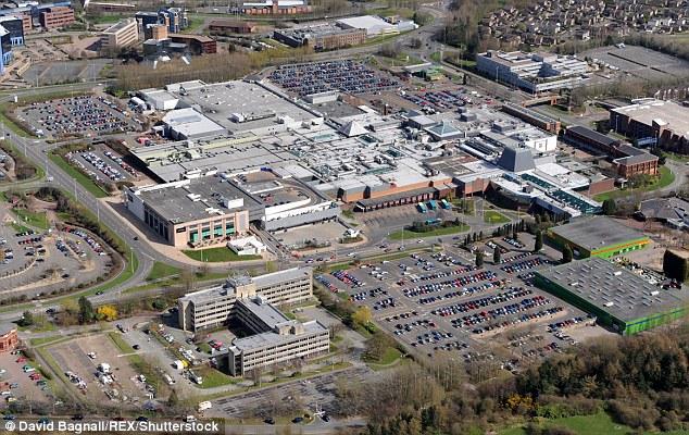 Telford (en la imagen) tiene una población de 155,000 y está a unas 13 millas al este de Shrewsbury
