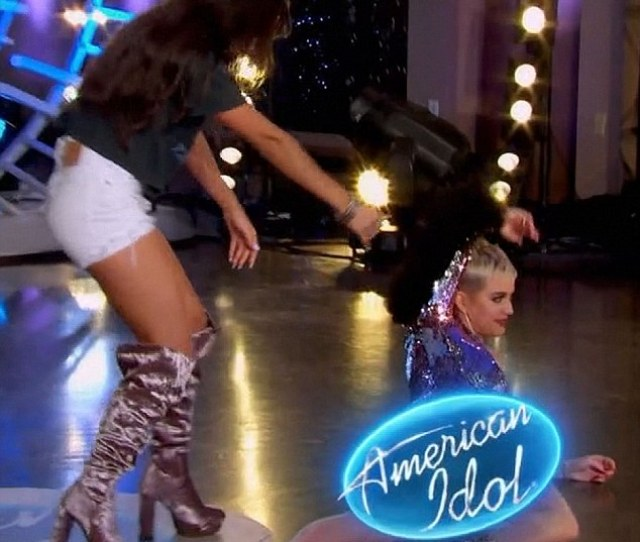 Toppled Over Katy Perry Took A Tumble While Dancing During Mondays Episode Of American Idol