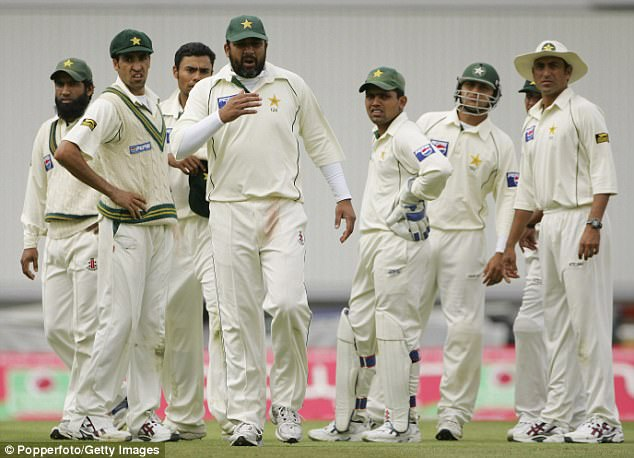 Inzamam-Ul-Haq (centre with long sleeves) refused to take his side on to the field after the accusations