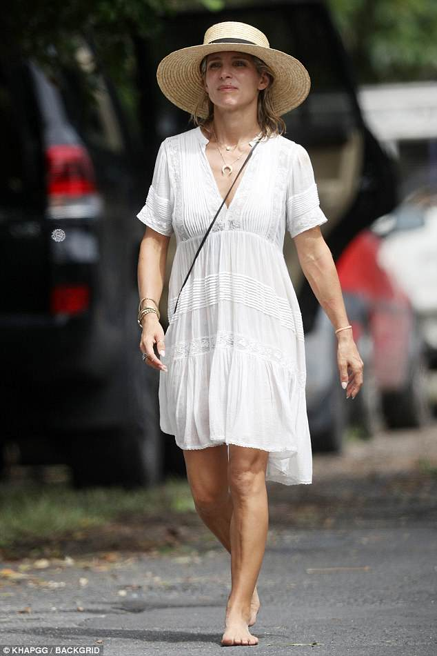 Matt Damons Wife Luciana Barroso Flaunts Her Abs In A Bikini Daily Mail Online