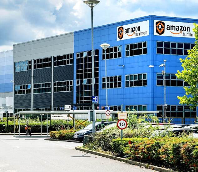 """Amazon claims it is a """"myth"""" that automation replaces jobs and destroys net job growth. Amazon plans to hire fewer employees for the first time than in the previous year (photo of the file)."""