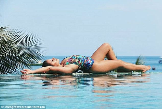 Carolina shared an enviable snap from her infinity pool in Thailand
