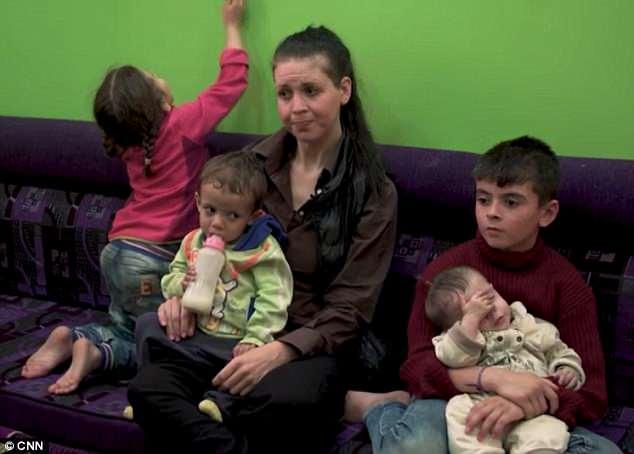 American Sam El Hassani, también conocida como Samantha Sally, se encuentra actualmente en una prisión kurda en Siria con sus hijos después de ser detenida tras el colapso de ISIS en Raqqa