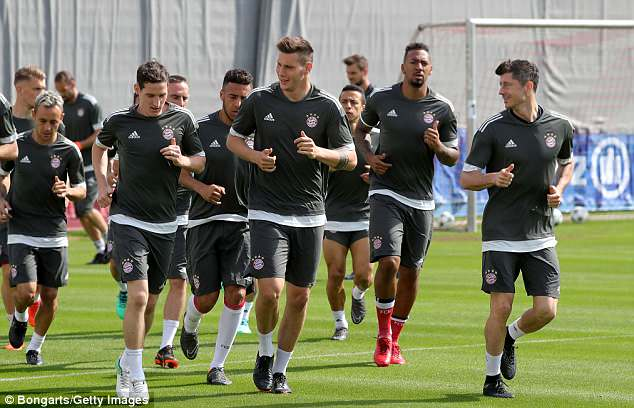 Robert Lewandowski and his Bayern Munich team-mates train ahead of Real Madrid clash