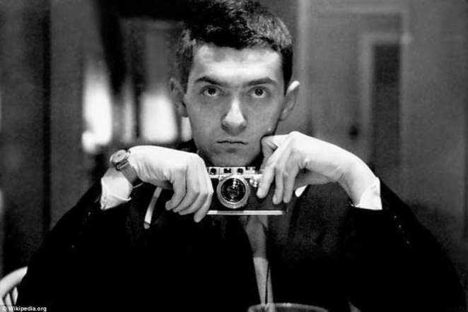 The selfie, before the selfie: Kubrick takes his own portrait, years before he became a director