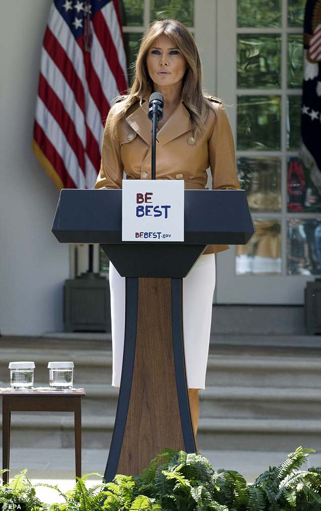 The first lady wore her highlighted brown hair loose around her shoulders