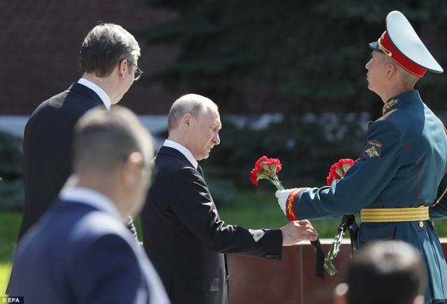 ロシア大統領は、スピーチの最中に、人々がヨーロッパの大部分をナチスから解放するというロシアの偉業を「消そう」