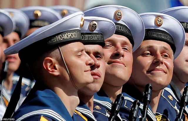ロシア船員は、ヒトラーよりも勝利を収めている何千人もの人員の中にいた