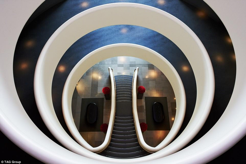 The most striking feature of the Aviator hotel is the central rotunda, with each floor of the hotel overlooking the next, to create the illusion of an aircraft propeller when viewed from above