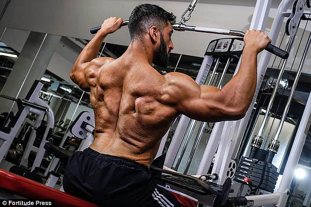 In 2015 he began attending a gym every day and started eating a strict diet of 3,000 calories a day