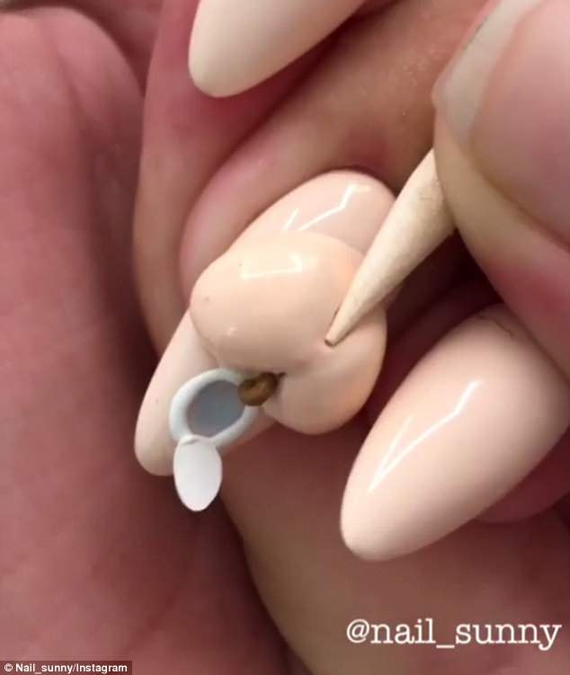 Interesting:Moscow-based nail salon, Nail Sunny, shared a clip to its Instagram of a client getting a pooping butt design