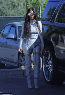 What Style is Kim Kardashian going for here?