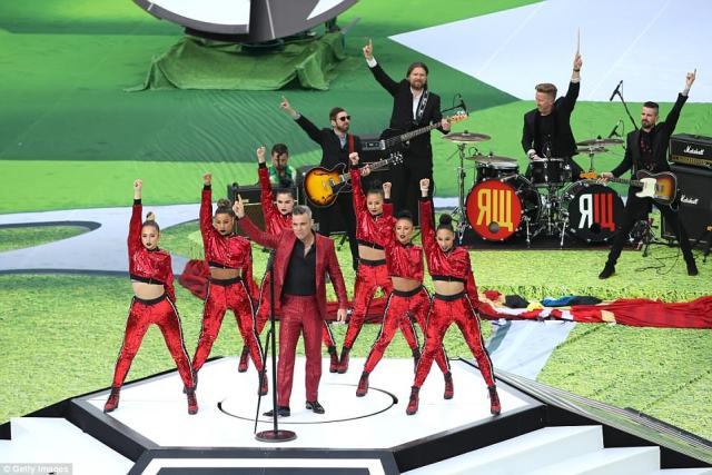 The 44-year-old former Take That star opened with his 1998 single 'Let Me Entertain You' at the start of proceedings