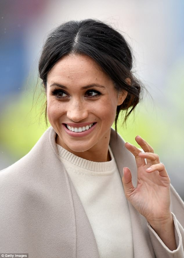 Meghan Markle Ditches Her Natural Look In Favour Of Peach