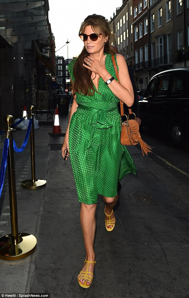 Colour clash:Jemima injected another splash of colour with a pair of striking mustard yellow sandals and toted her belongings in a chic leather shoulder bag