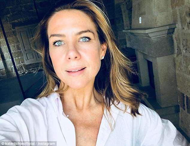 """""""Dreißig Stunden Reisezeit"""": Kate gab am Sonntag ein Selfie in einem rustikalen Lokal und fügte hinzu, dass sie in Italien angekommen sei und eine """"Solofahrt"""" gemacht habe """"Durch das Land"""