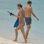 Quite Patriotic:Taylor Swift spotted with boo,Joe Alwyn in Turks and Caicos