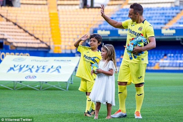 The former Arsenal man waves to the crowd with his children at the Estadio de la Ceramica