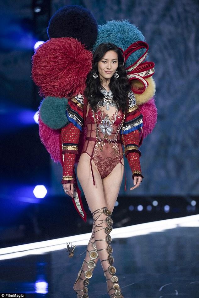 Liu Wen a été le premier modèle de patrimoine de l'Asie de l'Est à parcourir le défilé Victoria's Secret