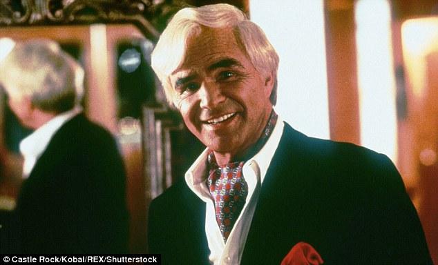 Burt Reynolds est apparu dans Striptease en 1996 - juste un an avant que son film nominé aux Oscars Boogie Nights
