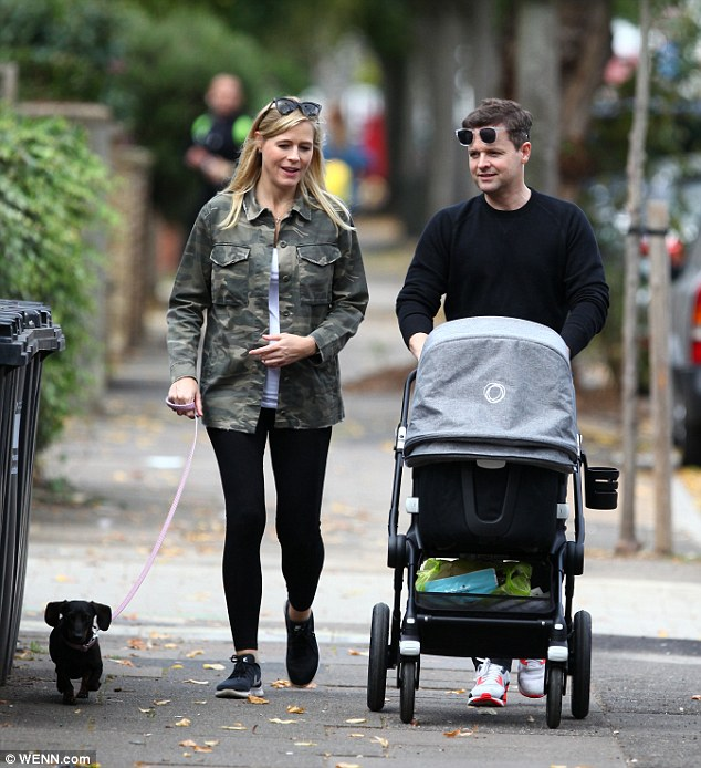 Nouveaux parents: Dec a confirmé que lui et Ali deviendraient parents en mars avec un doux message partagé sur Twitter (photographié ensemble le dimanche)