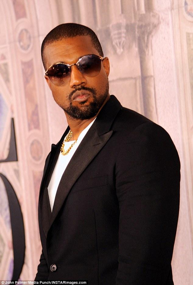 """Déroutant! """"Mon épouse est actuellement en faculté de droit et c'est extrêmement grave pour nous"""", a déclaré le mari de Kim, Kanye West, vendredi. Mais ensuite, le représentant de Kim a dit au point de vente que la star ne va pas à la faculté de droit, mais qu'elle va «continuer son activisme juridique»"""