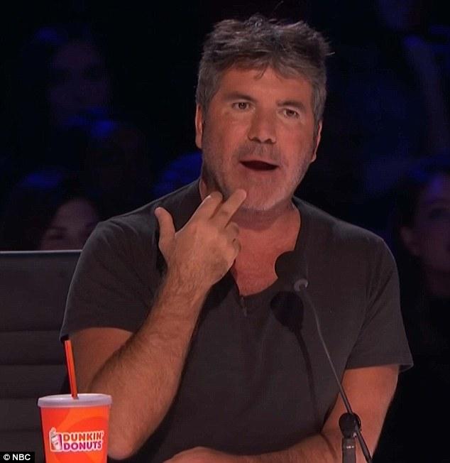 Feeling Smitten: Simon Cowell a admis lors de la demi-finale de America's Got Talent mardi qu'il avait le béguin pour la comédienne Vicki Barbolak