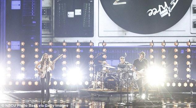 Groupe familial: We Three a interprété une chanson originale interprétée par les juges